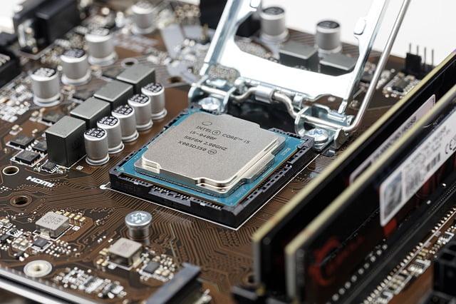 Intel si MCTI ofera oraselor mici si satelor un pachet IT mai ieftin