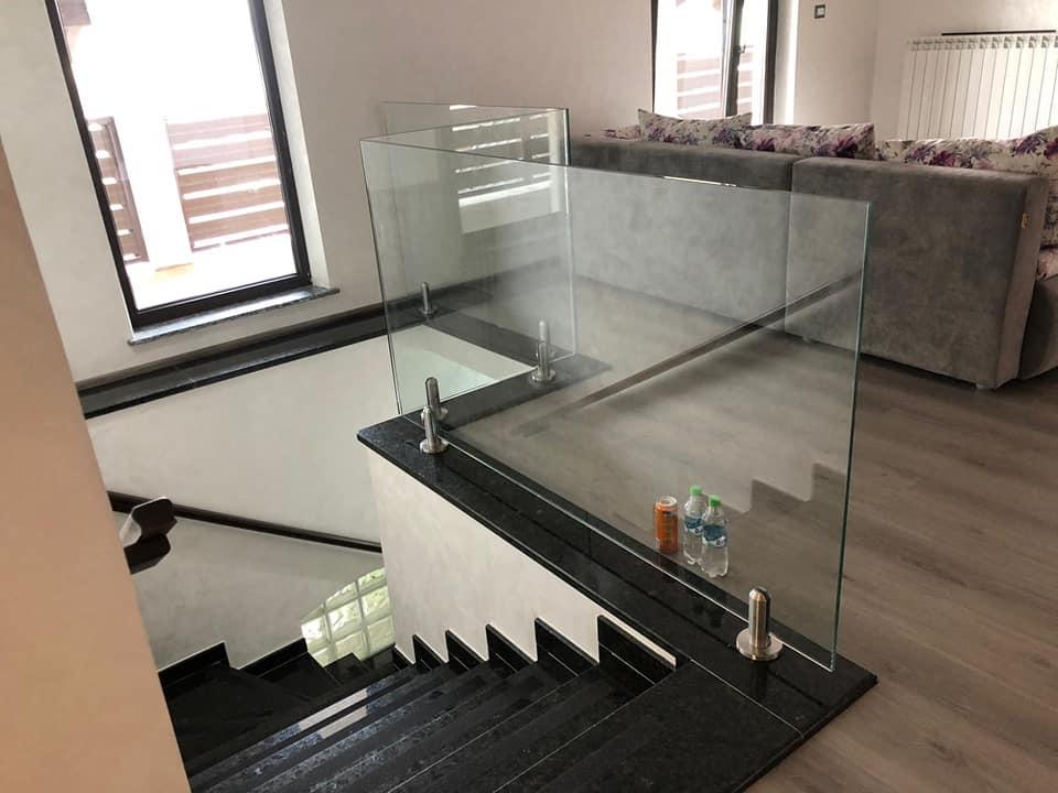 Alege balustrade de sticlă, pentru un plus de siguranță în casa ta cu scară interioară!